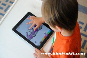 çocuklar ve elektronik eşyalar, çocukların elektronik eşya sevdası, çocukların elektronik eşyaları sevmesi