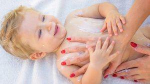 bebek güneş kremi, bebek güneş kremi kullanımı, bebeklere güneş kremi sürmek